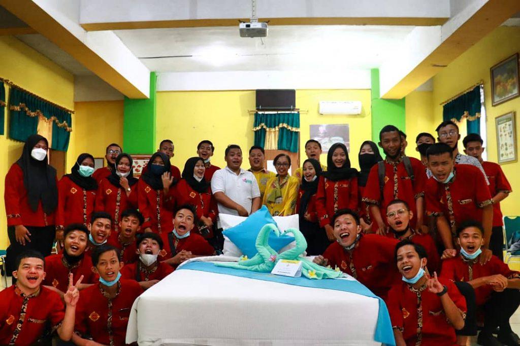 Kegiatan Praktisi Mengajar Housekeeping By - Reza Septiawan Fave Hotel (Alumni 2008)